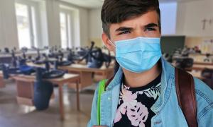 studente mascherina aula