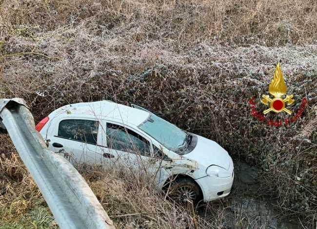 vigili del fuoco incidente auto