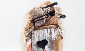 parrucchiera tinta capelli